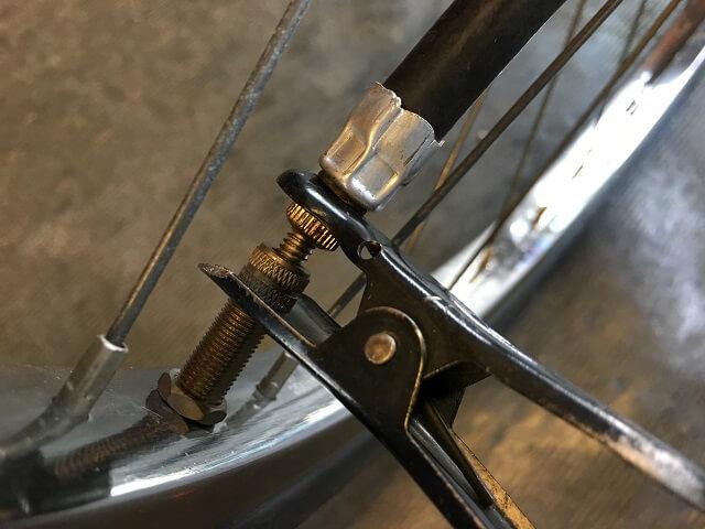 自転車空気入れバルブはさむ