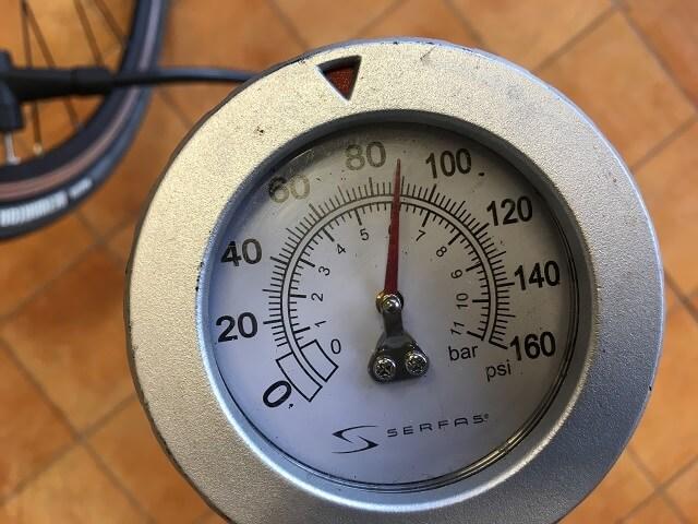 サーファスFP200SEポンプメーターで使用前の空気圧確認