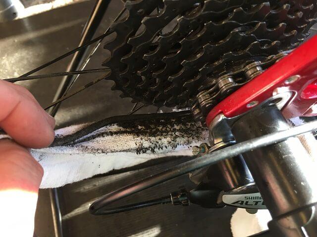 自転車スプロケットの隙間掃除