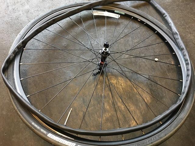 自転車チューブを全部取り出す