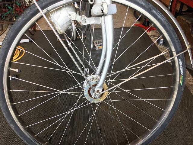 自転車タイヤ取付方向反対側