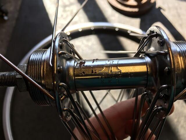 自転車ホイール手組準備 ハブのロゴ位置を揃える