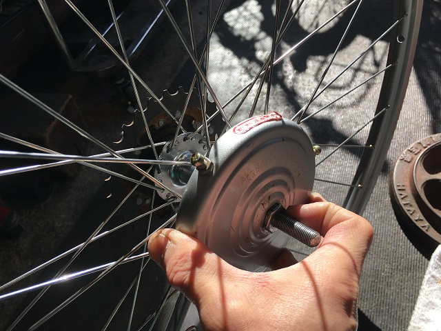 自転ホイール手組みブレーキ本体仮締め