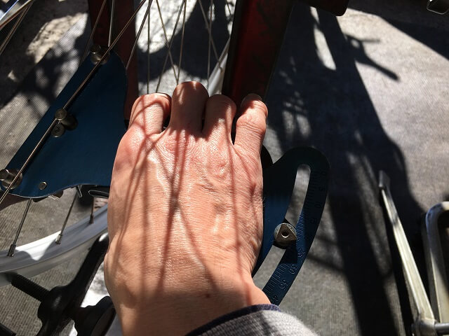 自転車ホイール手組スポークテンションゲージで確認