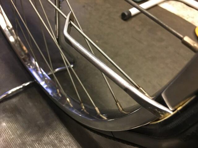 自転車タイヤレバー金属製スポークにかける