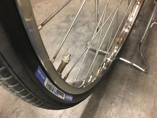 自転車タイヤマークとバルブ口金揃える