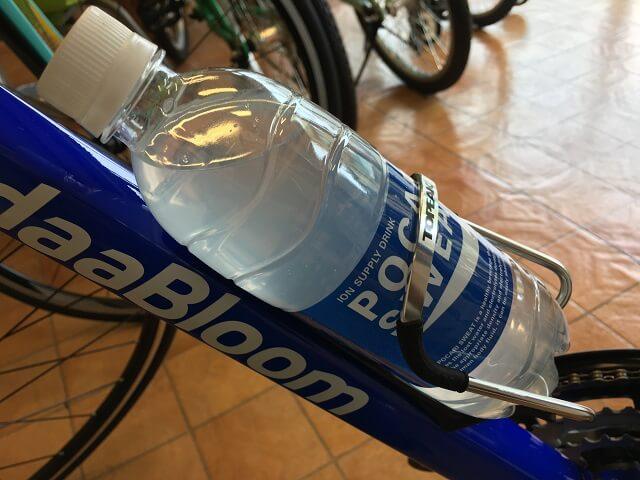モジュラーケージ2 ボトルケージとポカリスエット500ml