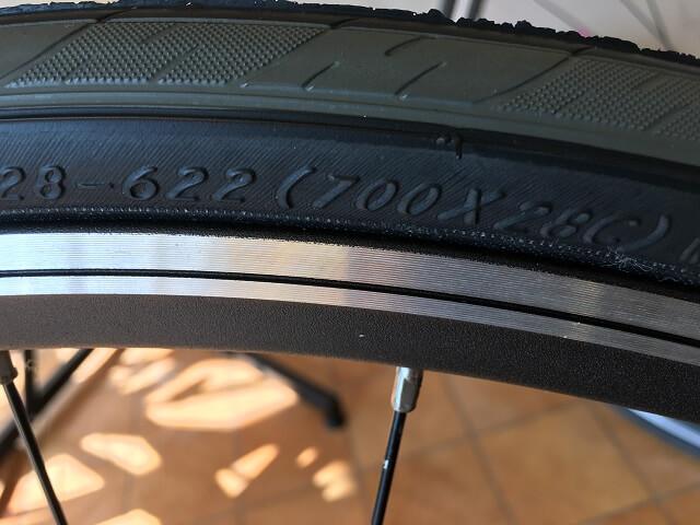 自転車タイヤサイズ見方 700×28C