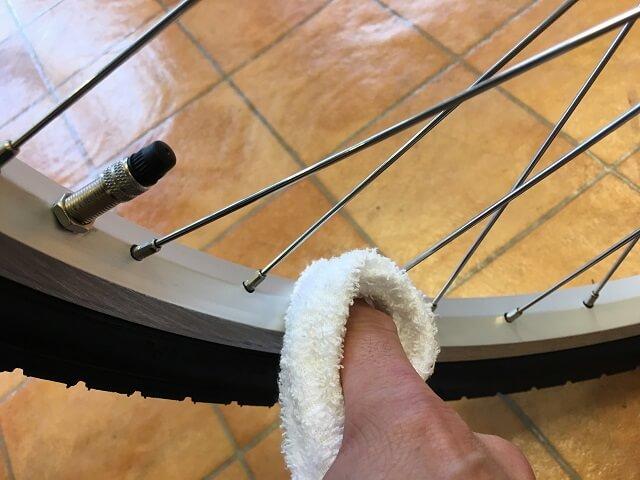 子供用自転車掃除のコツ リム乾拭きアッソンJ24