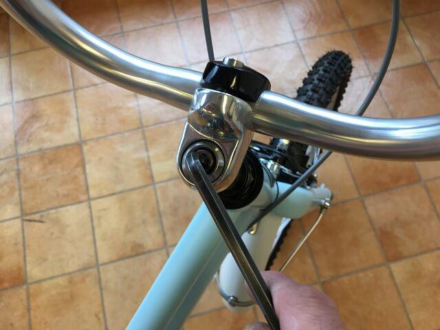 子供用自転車ハンドル高さ調整 六角レンチ