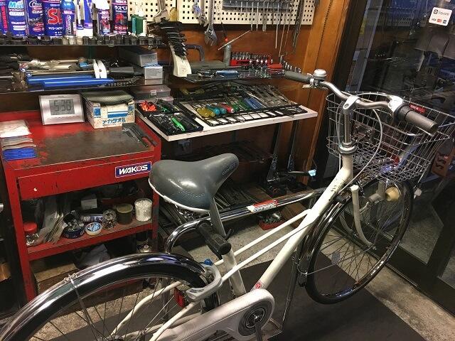 コスナサイクル メンテナンスルーム一般自転車修理中