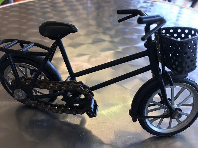 コスナサイクル店内のミニチュア自転車黒
