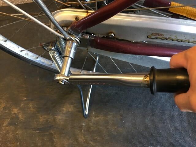 両立スタンド取付にトルクレンチ工具でネジのトルク確認