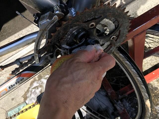 サイクルクリーニング洗車作業マウンテンバイクギア周り