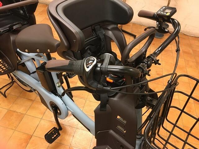 ギュットアニーズDXオプションパーツのフロントチャイルドシート装着