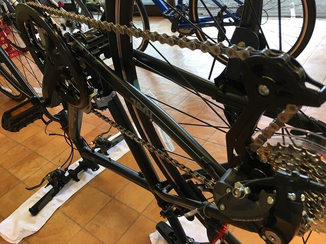 クロスバイク後輪の外し方 ギアは一番重たいギアに入れる