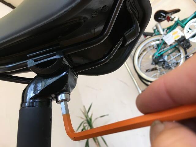 クロスバイクサドル調整 六角レンチ工具1本で調整