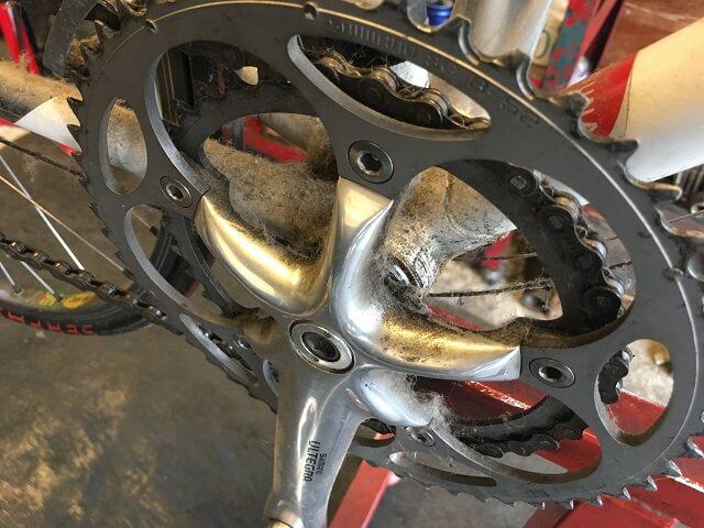 20年前のロードバイク フルオーバーホール前のギアクランク汚れ