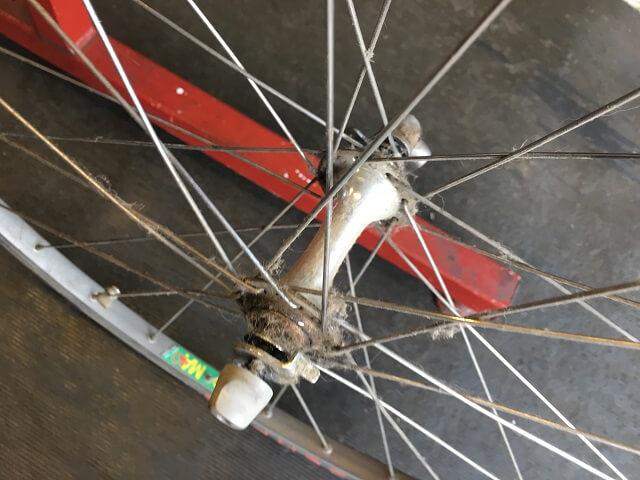 20年前ロードバイク フルオーバーホール前のフロントハブ汚れ
