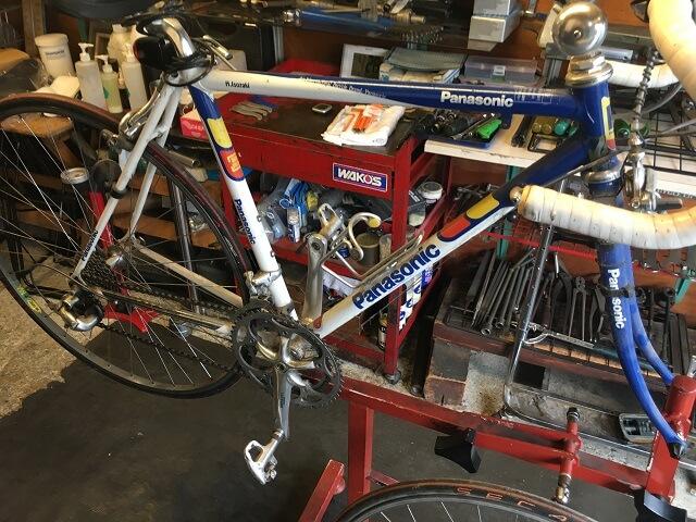 20年前のロードバイク フルオーバーホール前作業台にセット