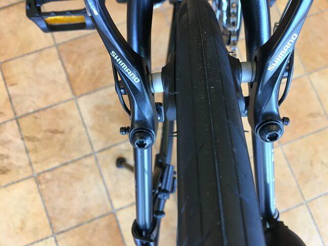 クロスバイクタイヤ取付向き後輪