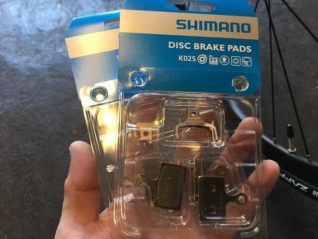 シマノフラットマウント対応のディスクブレーキパッド
