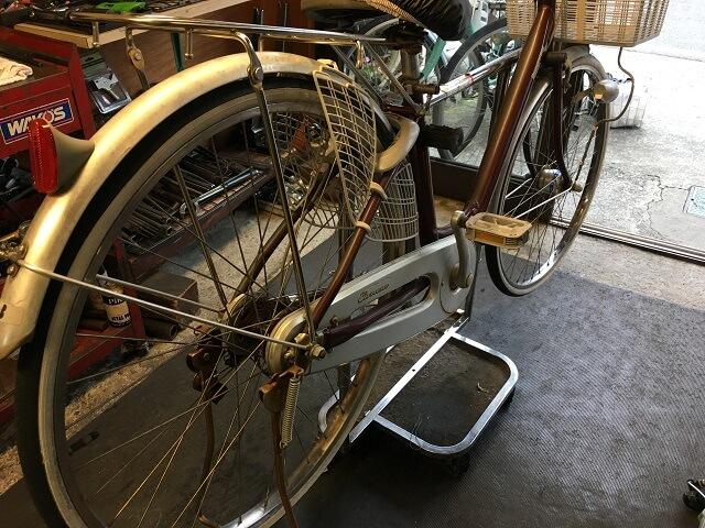 自転車後輪タイヤ交換 作業台にのせる