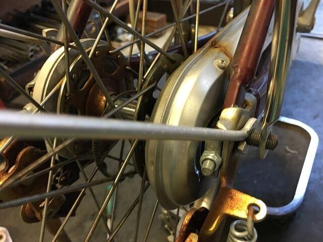 後輪タイヤ交換 スタンド、キャリヤ&ドロヨケステーステー取付