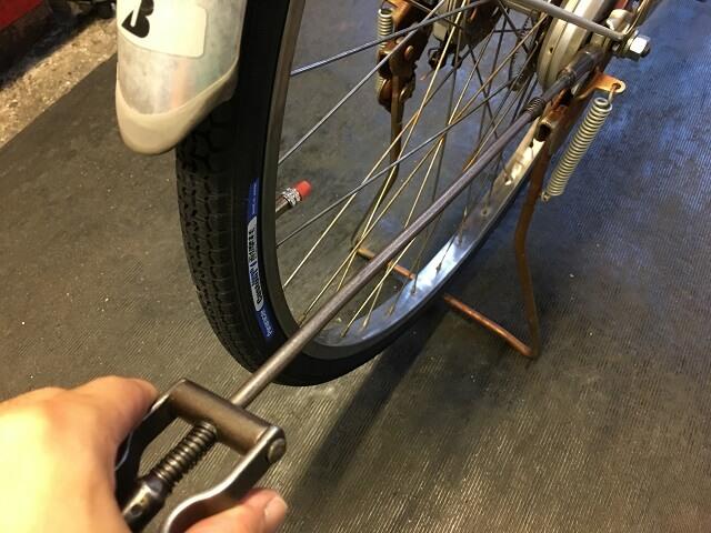 後輪タイヤ交換 チェーン引き調整