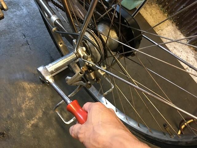 電動アシスト自転車強化ハブナットを緩める
