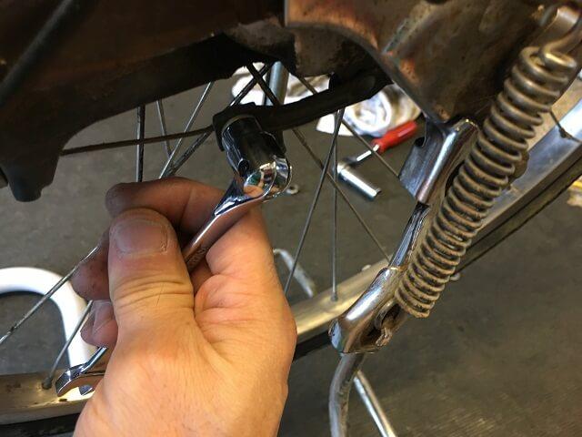 内装3段強化ハブのローラーブレーキ用ブレーキケーブル緩める