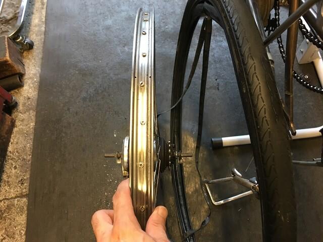 電動アシスト自転車内装3段強化ハブ仕様後輪古いタイヤを外す