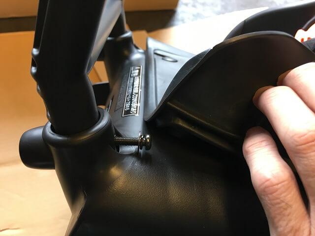 NCD402Sの取っ手部内側よりボルトを差し込む