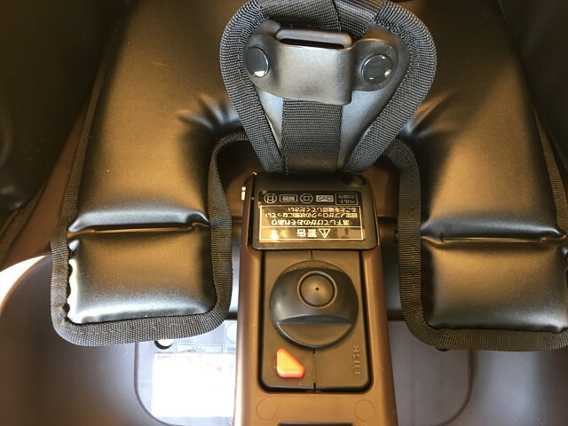 シートベルトの位置を固定する