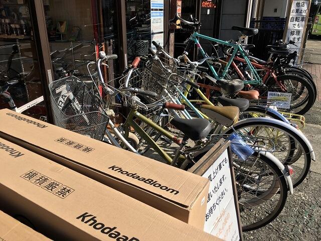 修理待ちの自転車続々
