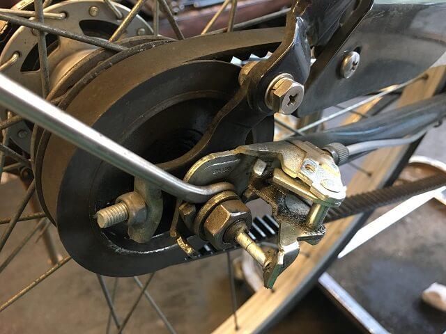 ベルト自転車の3段変速用プッシュロッド取り外し作業