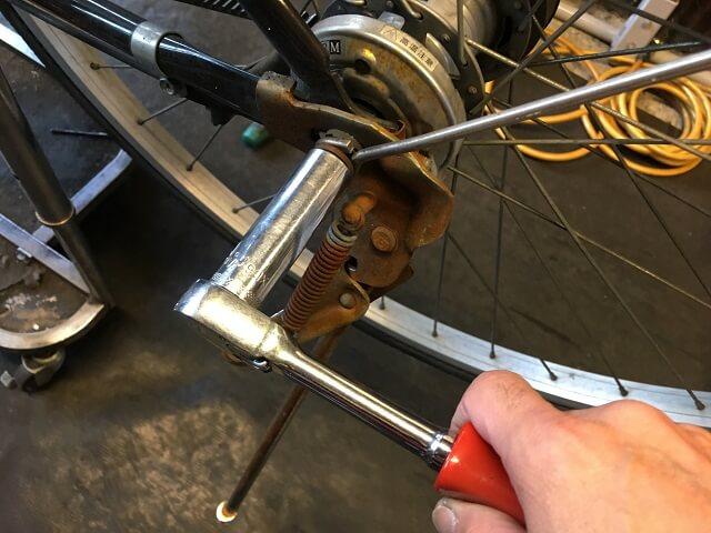 ベルト自転車ハブナット取り外す