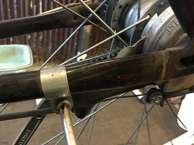 ベルト自転車のブレーキ本体ネジを外す