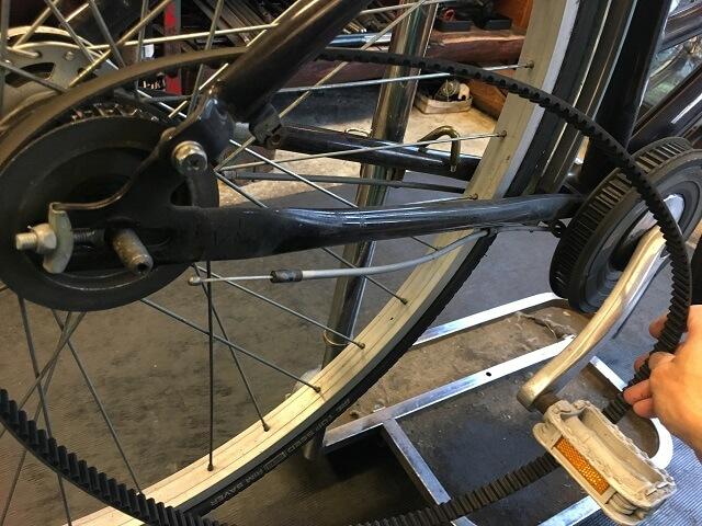 ベルト自転車のベルト取り外す