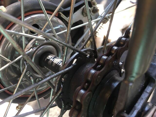 一般自転車外れたチェーンをフリーギヤにかける