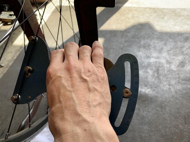 自転車組立作業スポークテンション確認