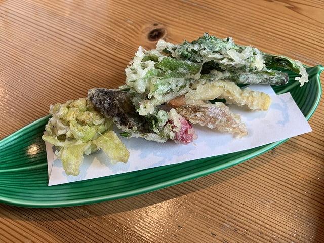 箱根仙石原「座りや」野菜天せいろの野菜揚げ