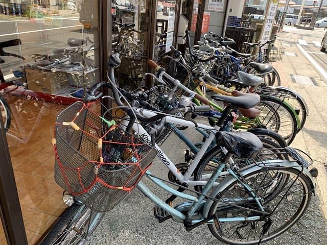 コスナサイクル修理待ちの自転車でいっぱい