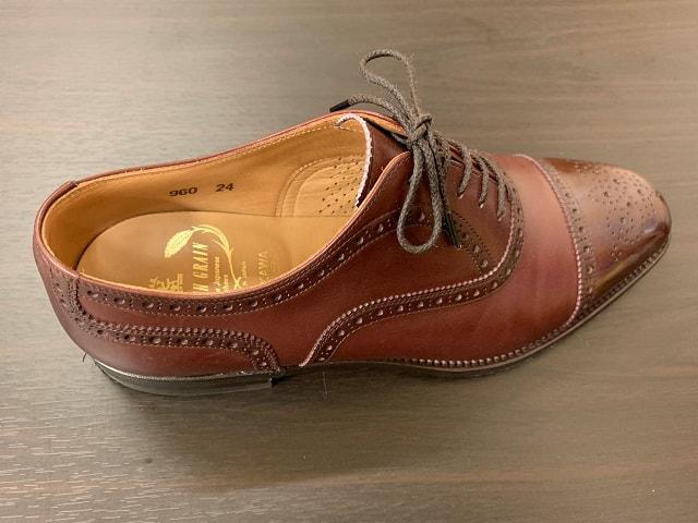 シューズストレッチャー調整後の革靴