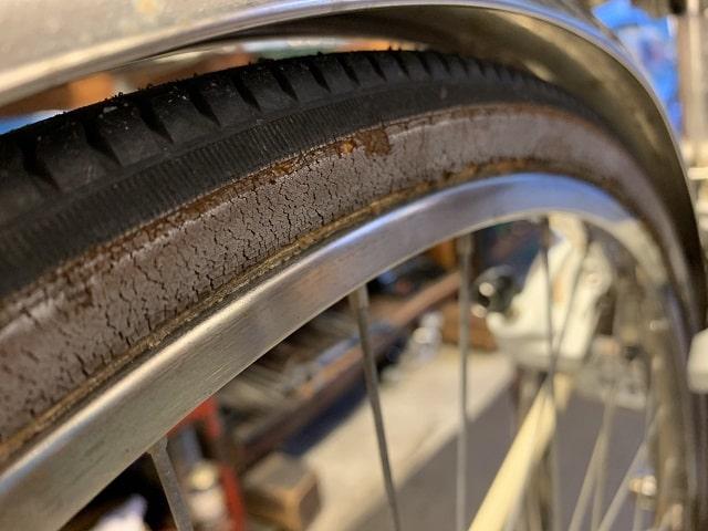 自転車タイヤ交換時期サイド劣化してボロボロ