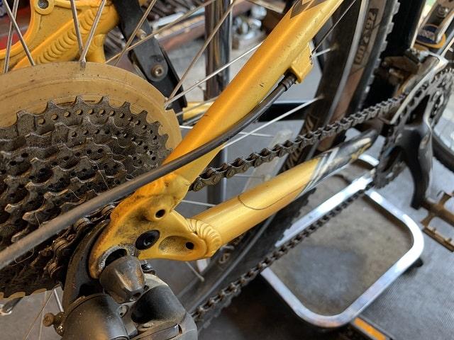 マウンテンバイクタイヤ交換車輪を外す
