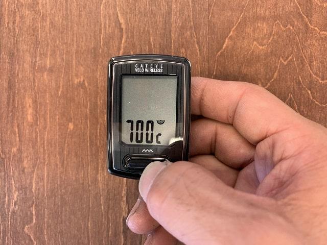 サイクルコンピューターのMODOボタンを押してタイヤ周長セットする