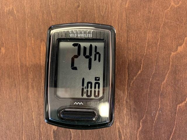 サイクルコンピューターの時計を12/24どちらかに選択しセットする
