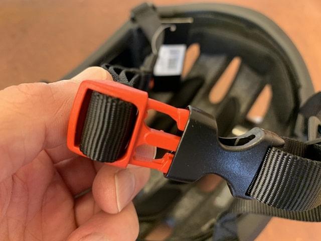 OGK KOOFU BC-Viaヘルメットのバックル
