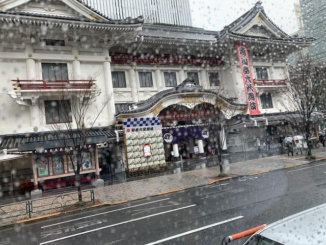 バスの車窓から歌舞伎座」